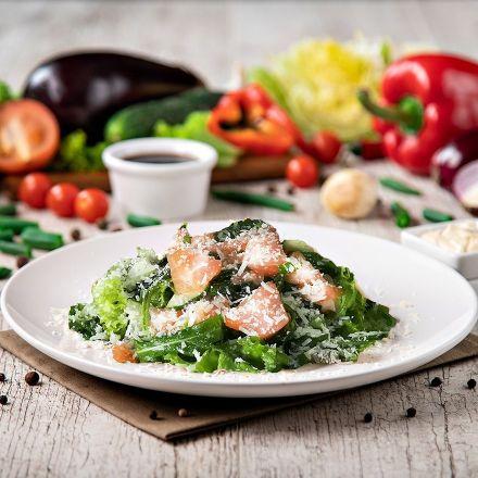 Salad with arugula and fresh salmon