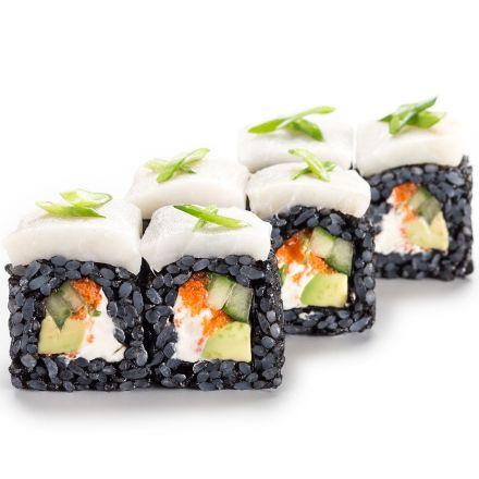 Черный ролл с масляной рыбой