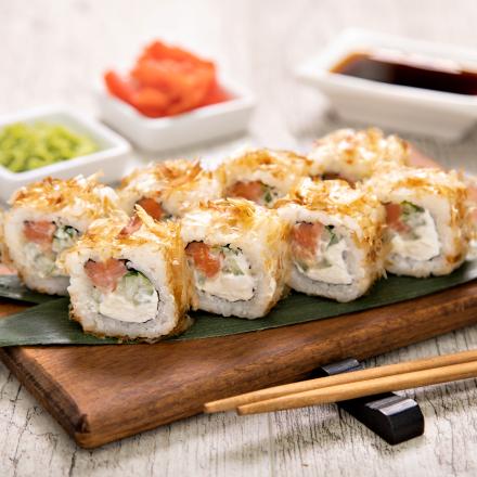 Smoked salmon roll with tuna flakes